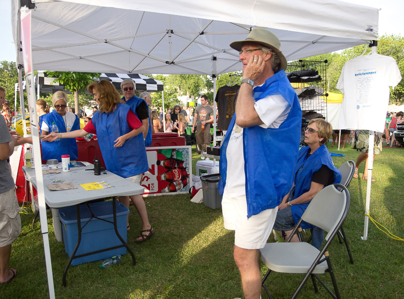 7-6-11_Lake_George_Johnny_Holm_Rotary_staff_manning_booth_LR_PE10__g