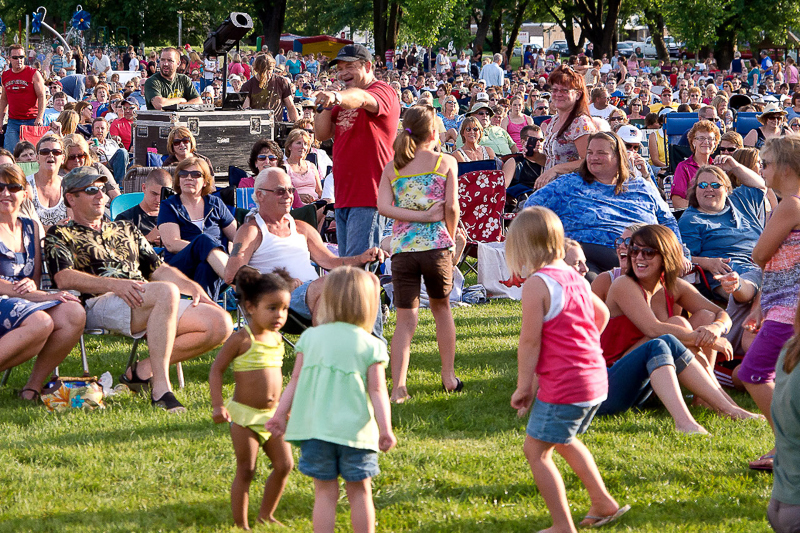 7-6-11_Lake_George_Johnny_Holm_belting_out_a_song__in_the_crowd_LR_PE10__excel