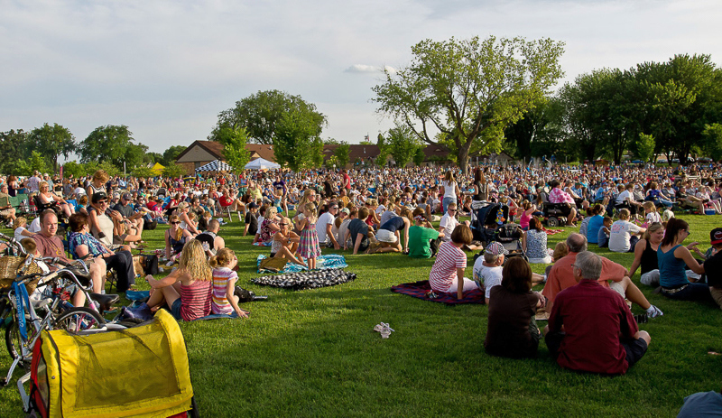 7-6-11_Lake_George_Johnny_Holm_crowd_scene_towards_bandshell_II_LR_PE10__g