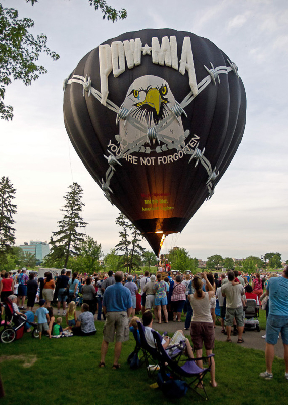 7-6-11_Lake_George_Johnny_Holm_filled_balloon_facing_with_fire_II_LR_PE10__bestl